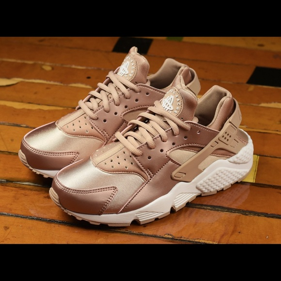 new style 29b1d f4b61 Nike Huarache Rose Gold. M 5bc67ab5bb76154c0164621a